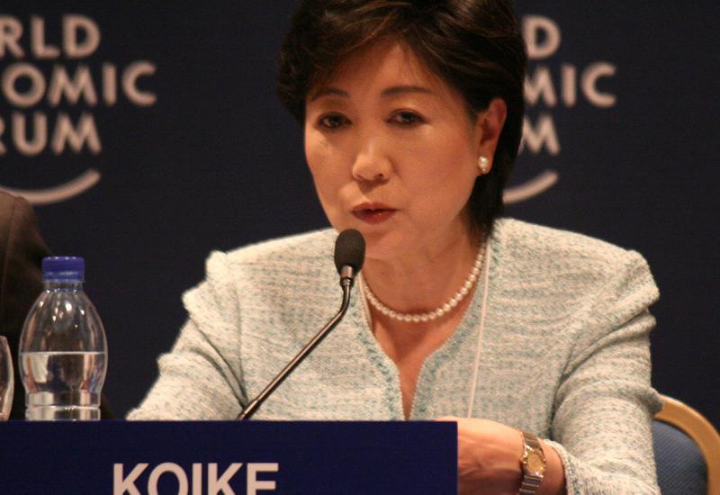 Губернатор Токио из-за коронавируса призывает рестораны и бары закрываться раньше