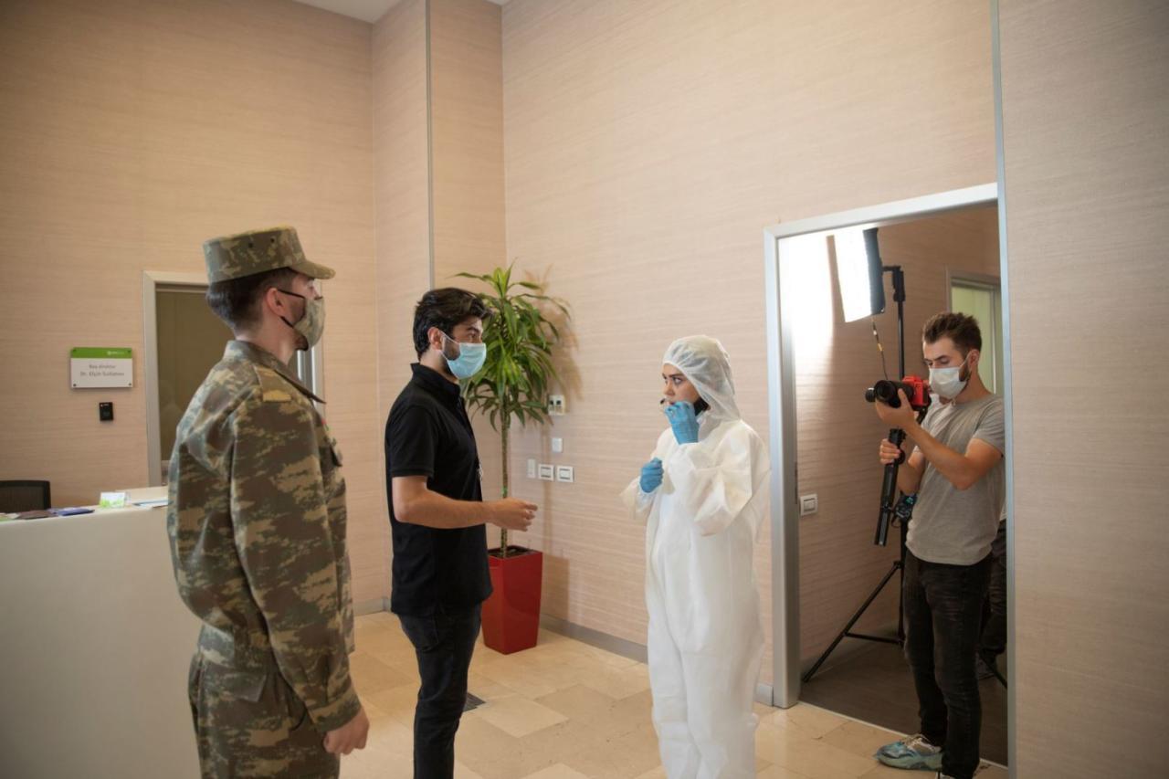Оксана Расулова и Рашад Кесеменли поддержали врачей и семьи шехидов