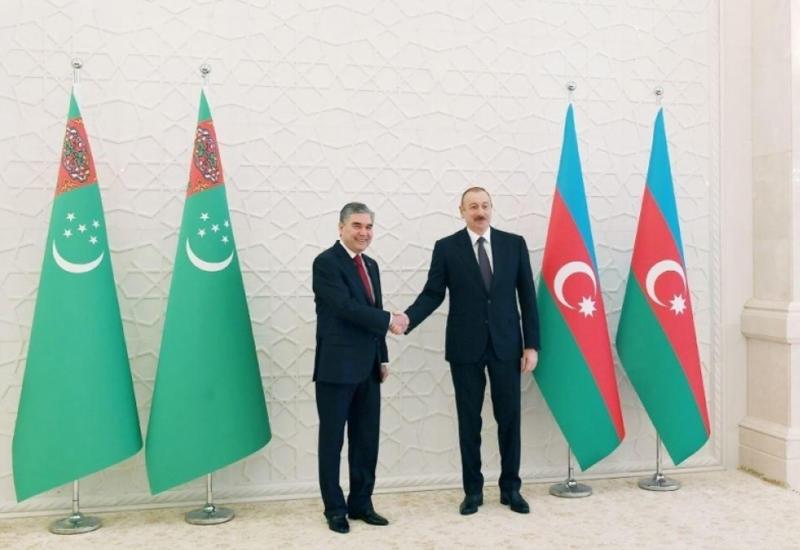Гурбангулы Бердымухамедов позвонил Президенту Ильхаму Алиеву