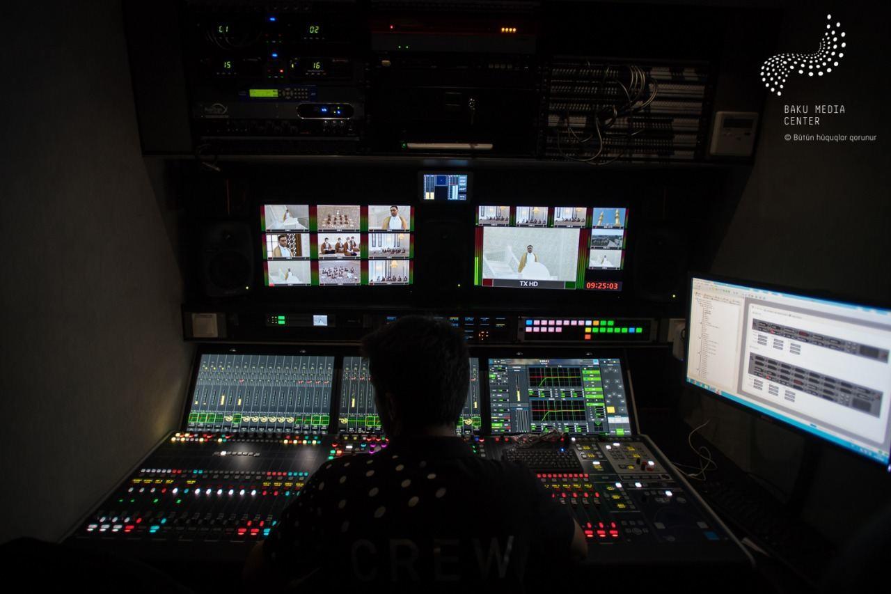 Baku Media Center провел съемку и прямую трансляцию сегодняшнего праздничного намаза