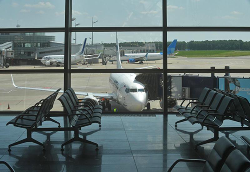 В аэропорту Шереметьево топливозаправщик столкнулся с самолетом