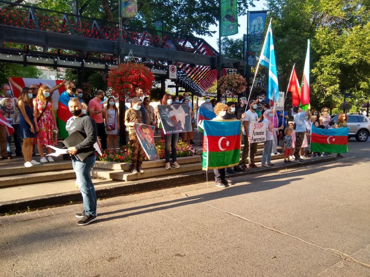 В центре канадского Калгари возвышен государственный флаг Азербайджана
