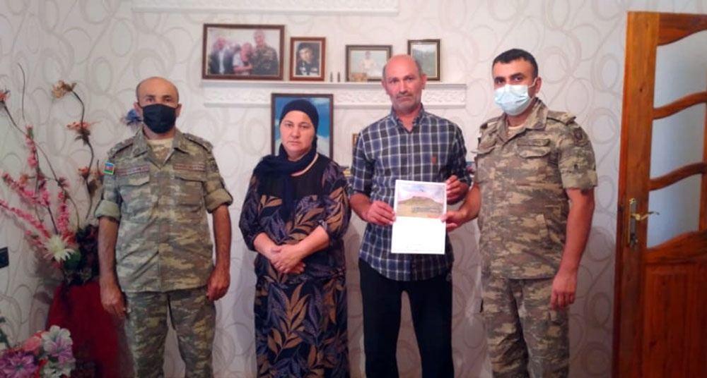 По случаю праздника Гурбан азербайджанские военнослужащие навестили семьи шехидов