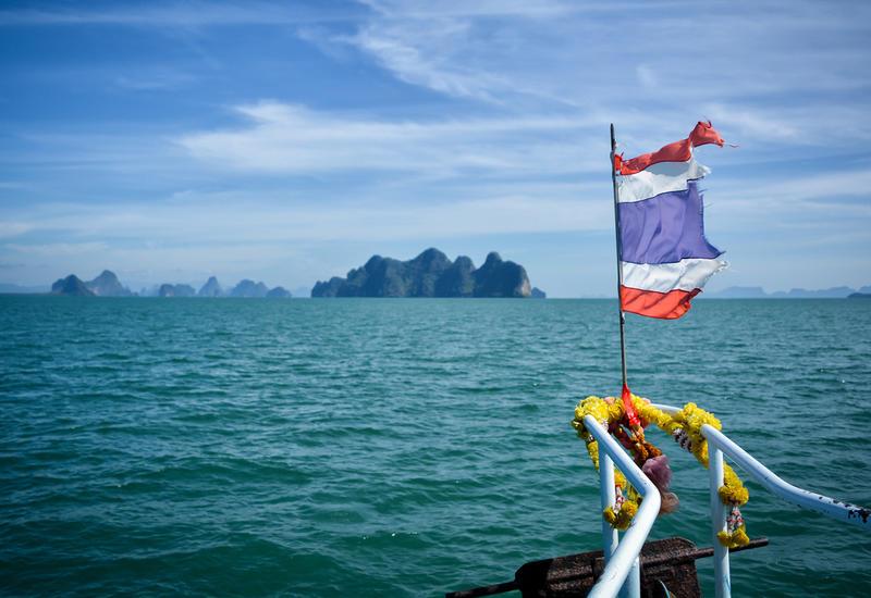 В Таиланде при крушении парома шесть человек пропали без вести