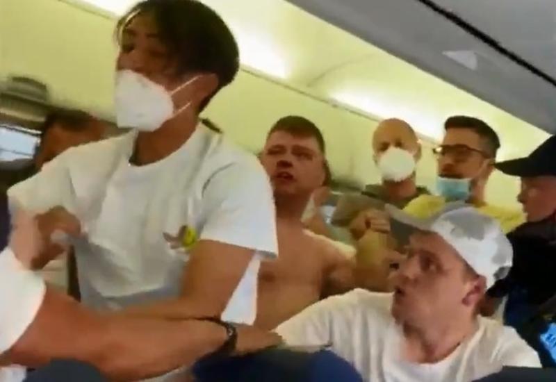 Пассажиры самолета подрались из-за маски во время полета на Ибицу