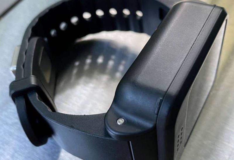 Прибывающие в Сингапур во время карантина будут носить электронные браслеты
