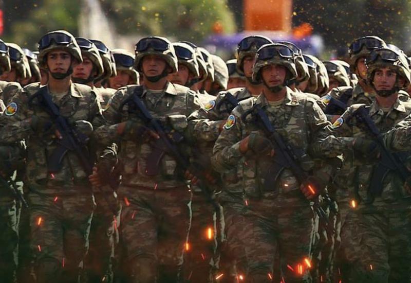 В армянскую армию привлекают наемников, а в Азербайджане молодежь добровольно записывается в армию