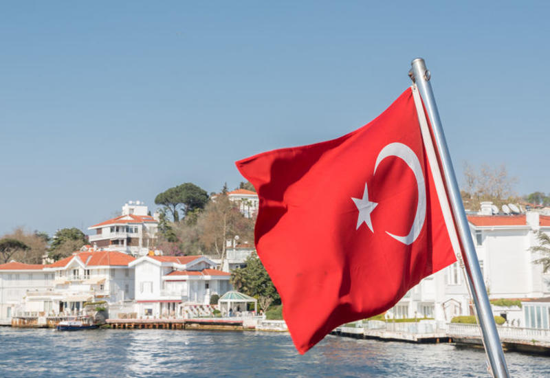 Четверо погибли после опрокидывания лодки у берегов Турции