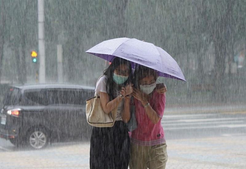 На Тайване объявили штормовое предупреждение