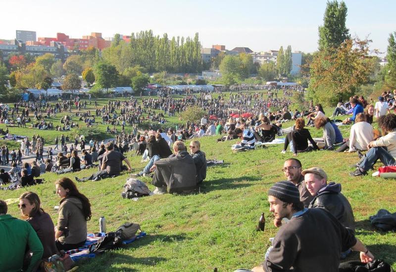 В Берлине общественные пространства превратят в клубы под открытым небом