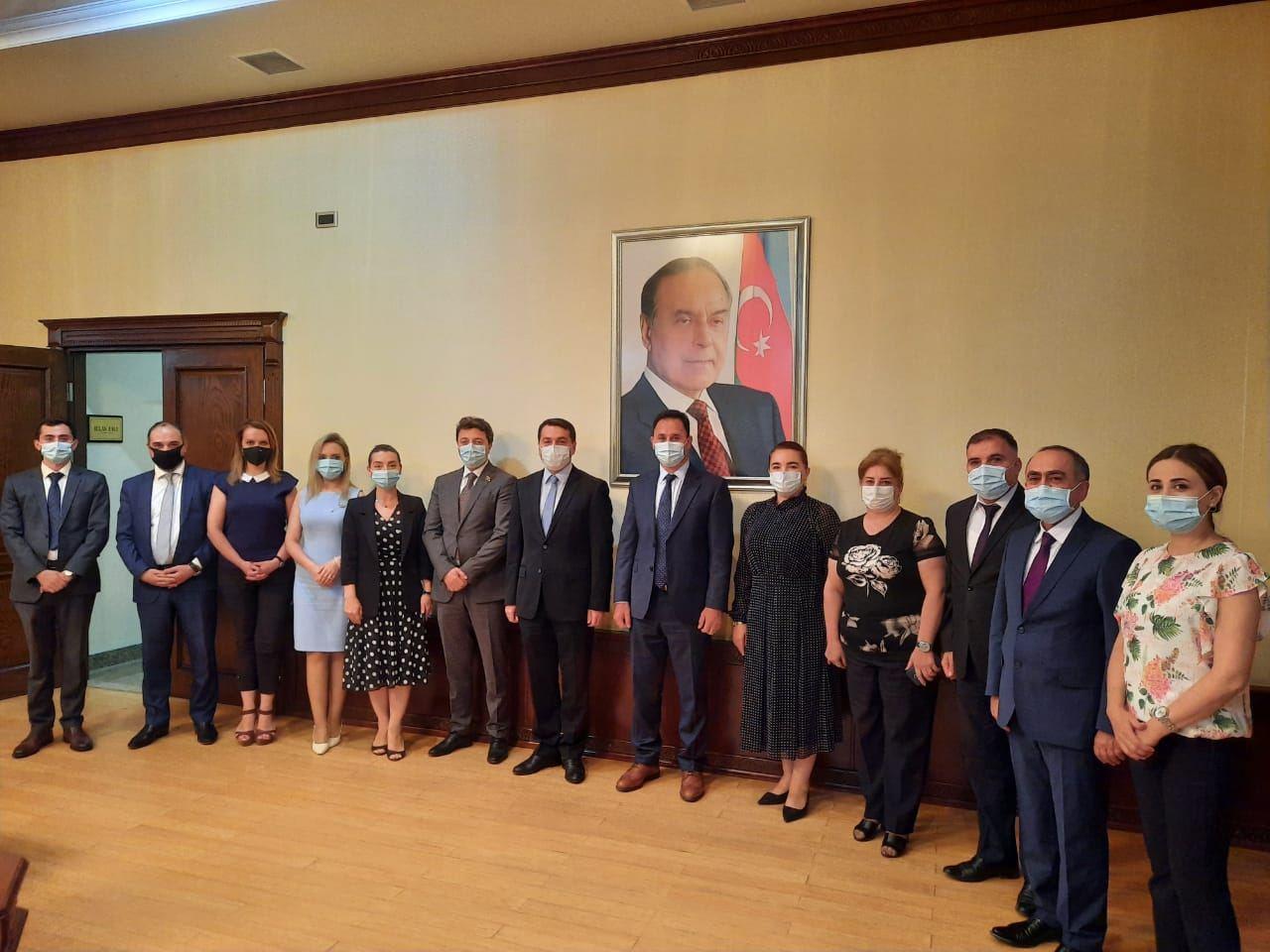 Хикмет Гаджиев встретился с членами азербайджанской общины Нагорного Карабаха