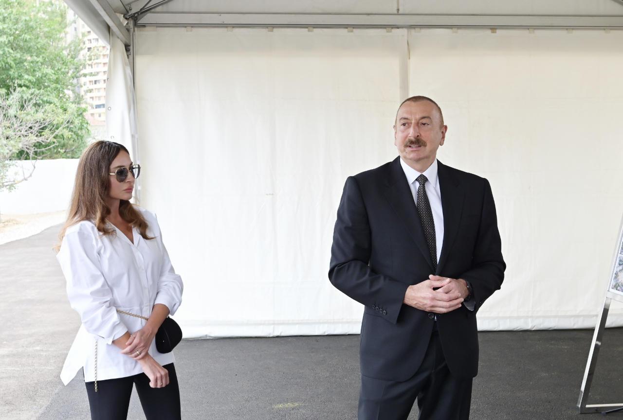 Президент Ильхам Алиев и Первая леди Мехрибан Алиева ознакомились с предстоящей работой в новом лесопарке в Баку