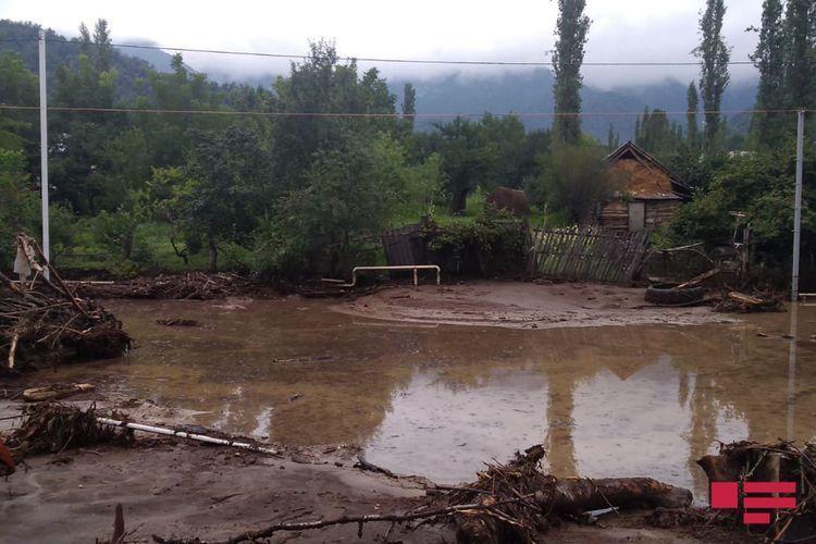 Сель затопил дорогу Исмаиллы-Габала