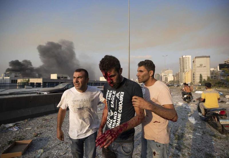 Тысячи людей пострадали при мощном взрыве в Бейруте