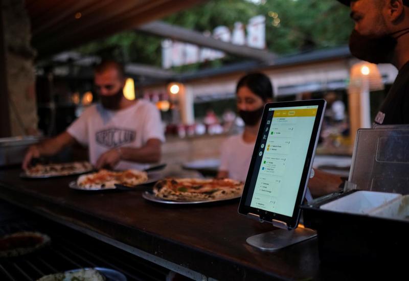 В Испании открылся ресторан с виртуальными официантами