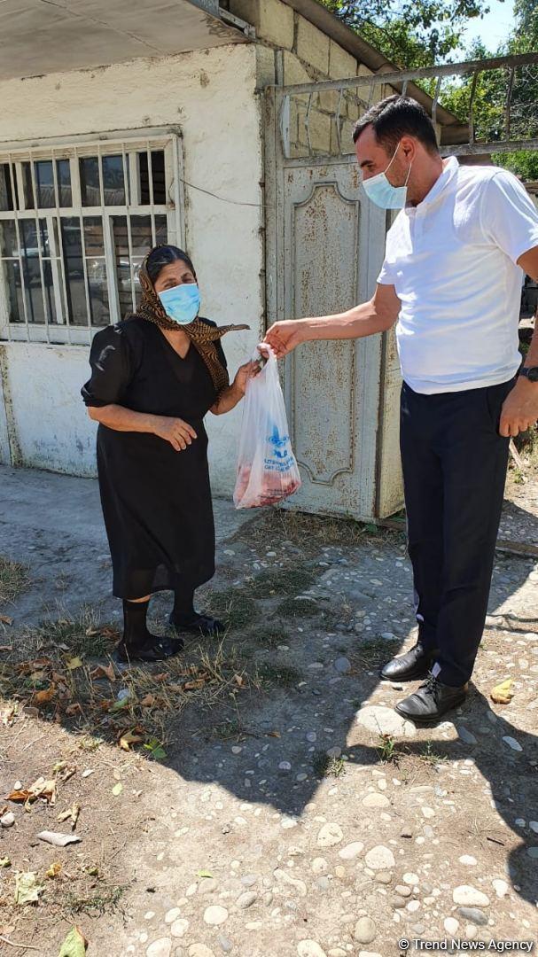 Deputat Sevil Mikayılovanın təşəbbüsü ilə Xudat sakinlərinə Qurban sovqatları paylanılıb