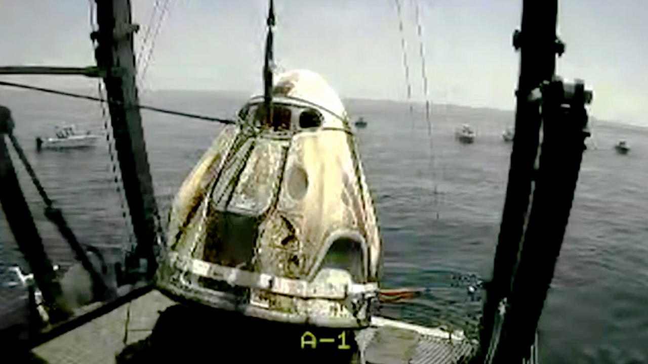 Кадры приводнения Crew Dragon у побережья США