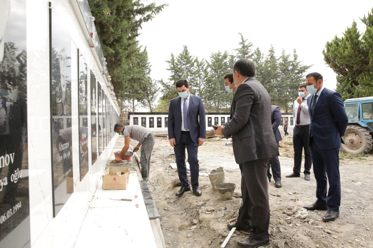 Глава ИВ Хачмазского района ознакомился с работами по обустройству в Аллее шехидов