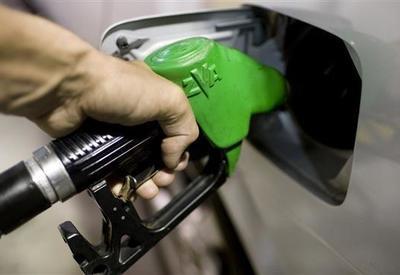 Сколько манатов азербайджанцы потратили на бензин в этом году? - СУММА