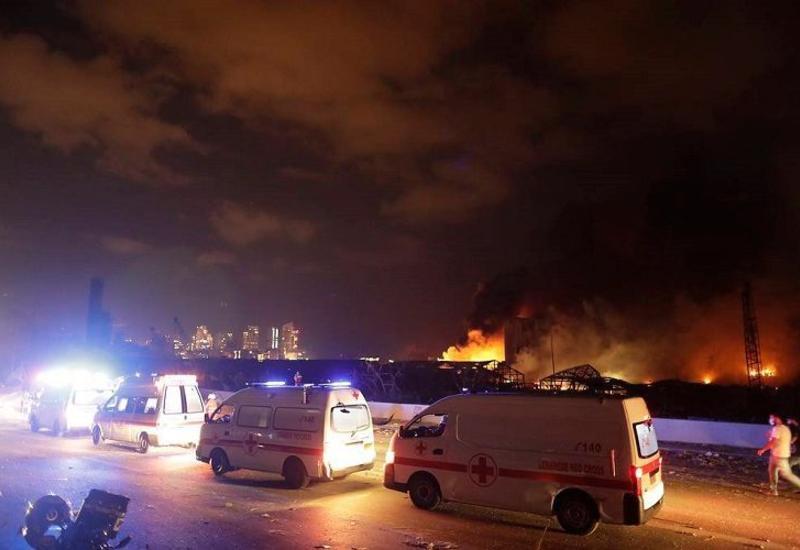 Пожар после взрыва в Бейруте еще не потушен, 10 пожарных пропали без вести