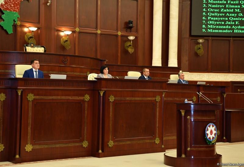 На заседании Милли Меджлиса обсуждаются изменения в госбюджет 2020 года
