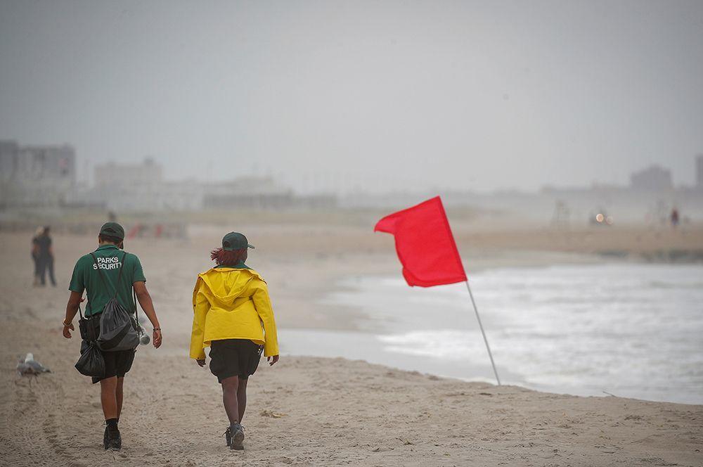 В США бушует шторм «Исаиас»