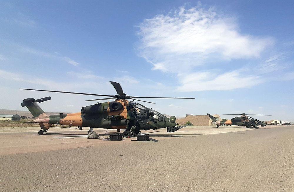 Боевые вертолеты на азербайджано-турецких учениях