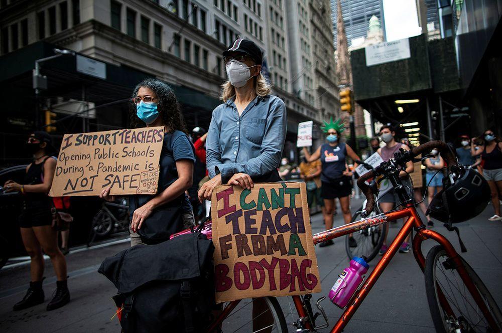В США протестуют против открытия школ