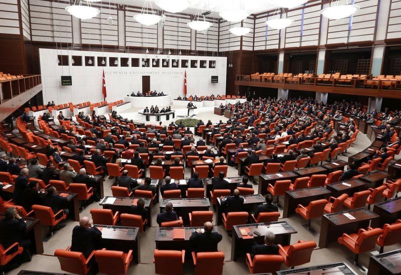 Девять депутатов парламента Турции заразились коронавирусом