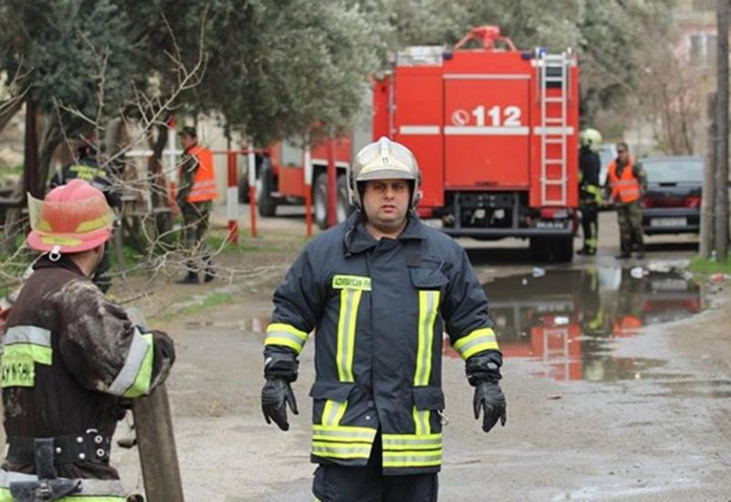В Азербайджане сгорел автомобиль и два дома