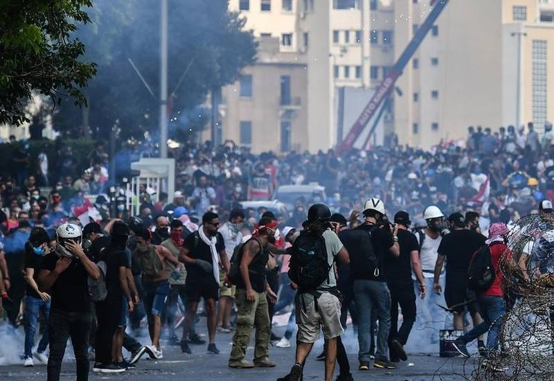 Акции протеста в Бейруте, пострадали более 100 военнослужащих