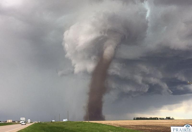 В двух штатах США объявили угрозу торнадо