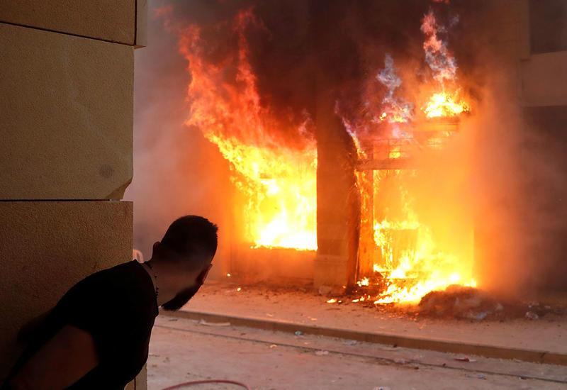 Беспорядки в Бейруте: сотни пострадавших и захваченные здания правительства