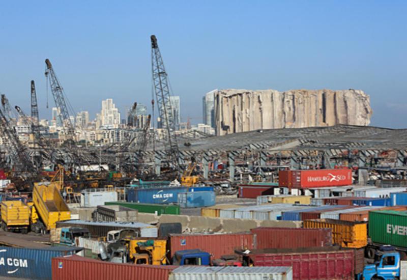 В порту Бейрута обнаружили 20 контейнеров с опасными химическими веществами