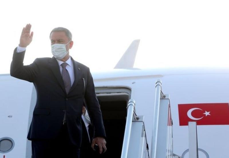 Министр обороны и высокопоставленная военная делегация Турции прибыли в Азербайджан