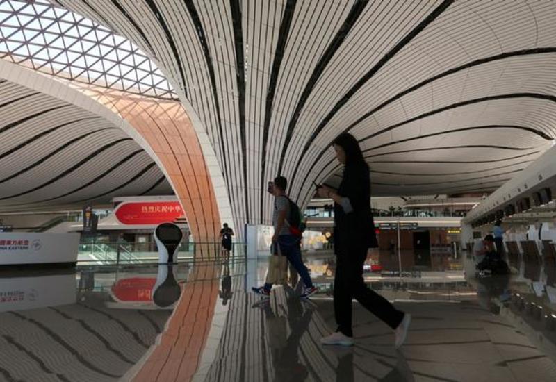 В аэропортах Пекина отменено почти 600 рейсов