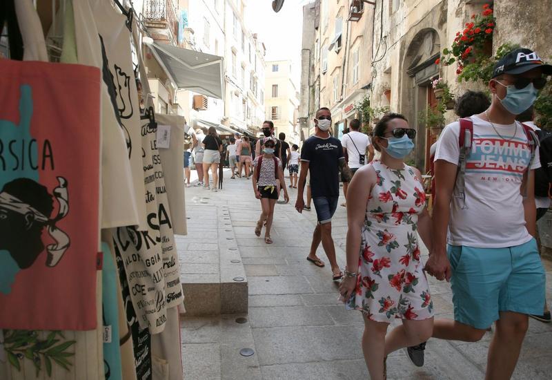 В одном из городов Франции объявили об обязательном ношении масок