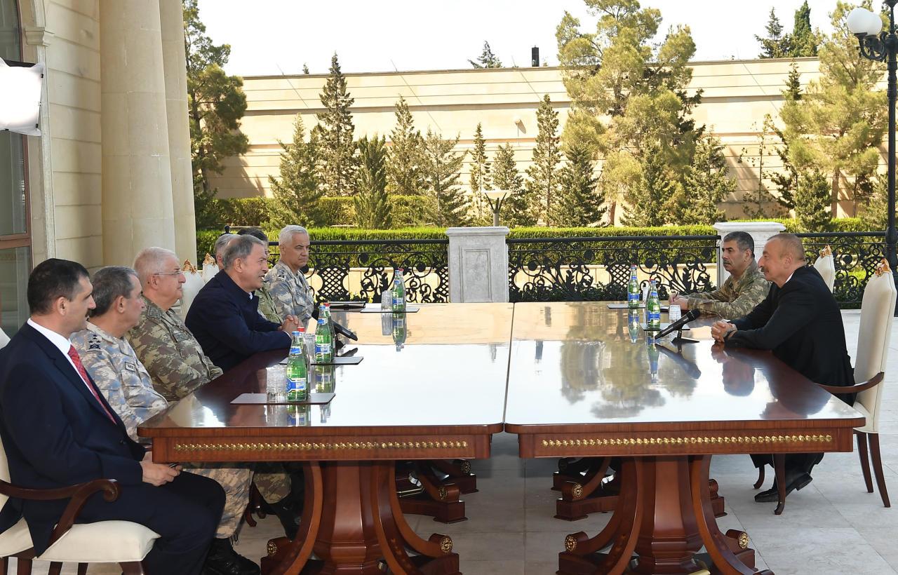 Президент Ильхам Алиев принял делегацию во главе с министром национальной обороны Турции