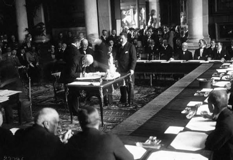 Севрский договор был отвергнут турецким парламентом и разорван как ненужный лист бумаги
