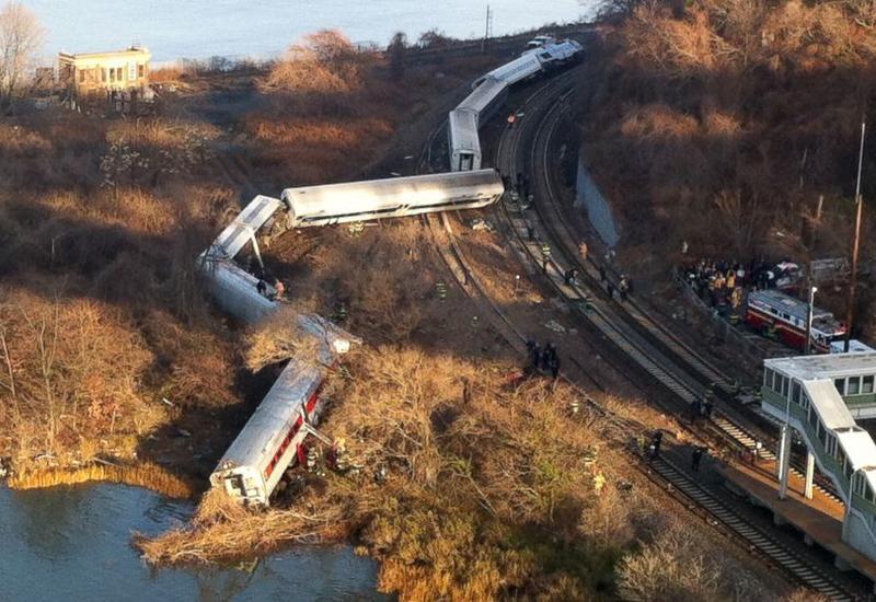 Два вагона поезда сошли с рельсов в Чехии