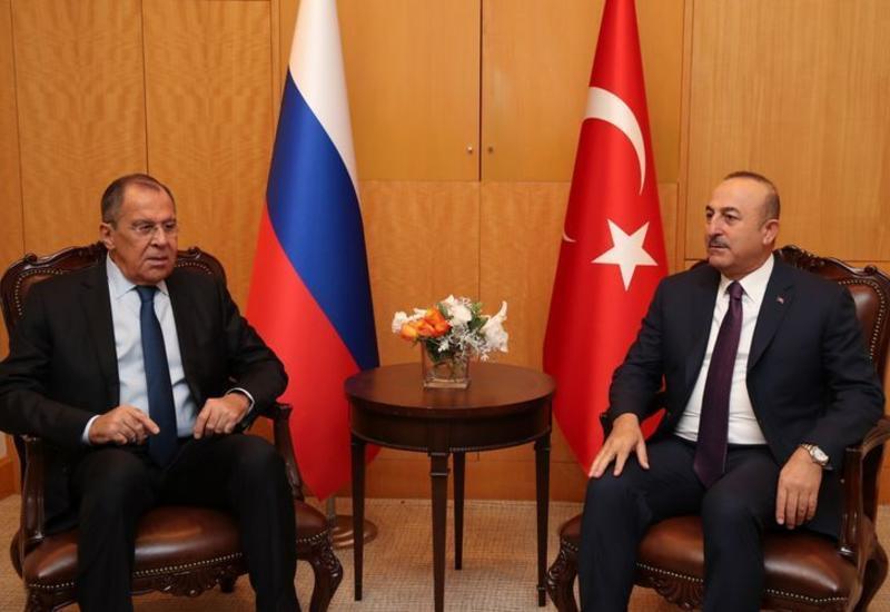 Чавушоглу и Лавров обсудили ситуацию в Ливии