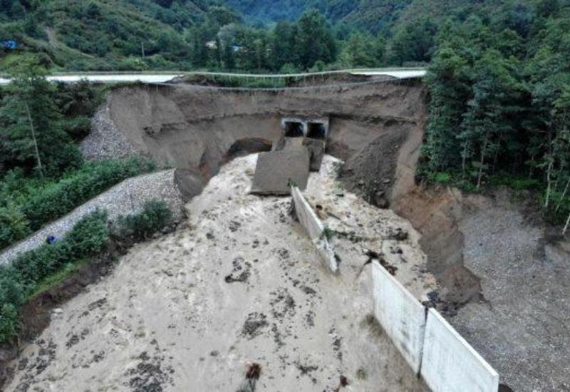 В Турции 12 человек пропали без вести после схода селевого потока