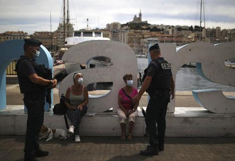 Туристические регионы Франции превратились в рассадник коронавируса
