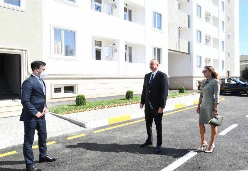 Президент Ильхам Алиев и Первая леди Мехрибан Алиева приняли участие в открытии реконструированного здания общежития в Бузовне
