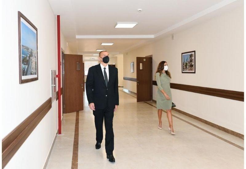 Президент Ильхам Алиев и Первая леди Мехрибан Алиева приняли участие в открытии нового здания школы в поселке Гала в Баку