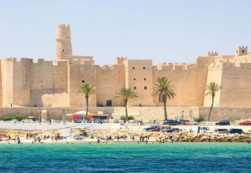 Тунис отменит тест на коронавирус для туристов по путевке