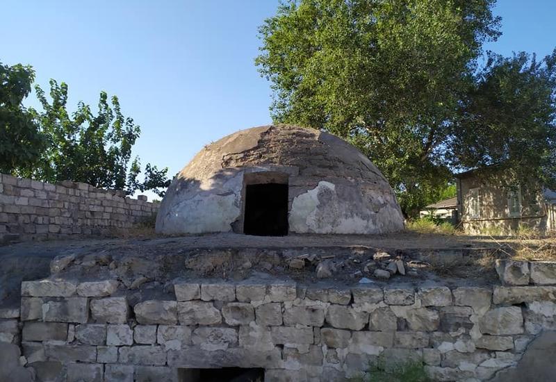 В пригороде Баку реставрируют древнюю баню