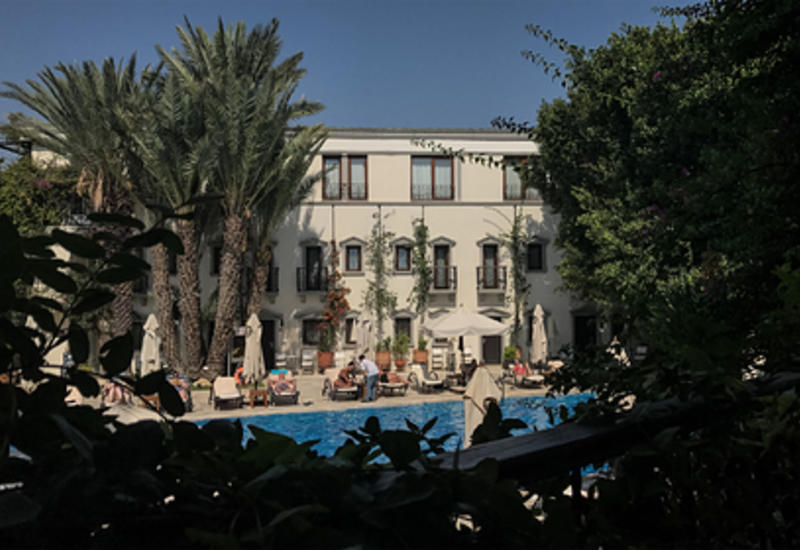 В турецком отеле «все включено» обнаружили забитый поддельным алкоголем склад