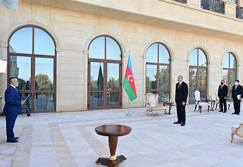 Президент Ильхам Алиев принял верительные грамоты на новоназначенного посла Греции в Азербайджане