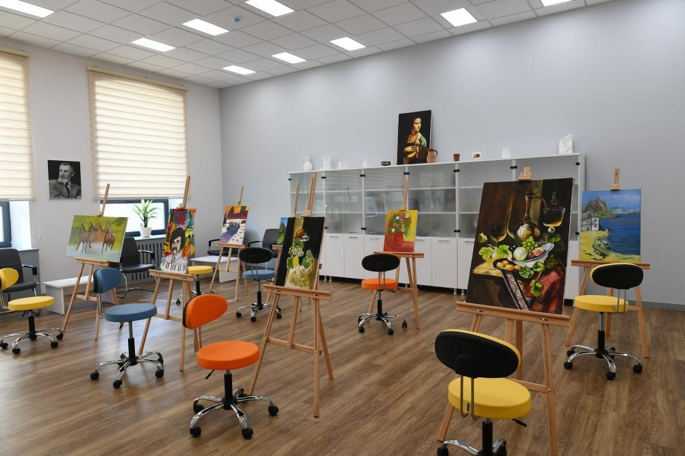 Президент Ильхам Алиев и Первая леди Мехрибан Алиева приняли участие в открытии после капитального ремонта Детской школы искусств в Баку